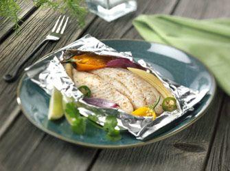 Cuire des aliments dans du papier d'aluminium sur le barbecue pose-t-il un risque pour la santé? En fait, ce n'est pas l'utilisation du papier d'aluminium qui inquiète les scientifiques, mais plutôt l'effet cumulé et à long terme des sources d'exposition dans notre environnement quotidien. En 2008, Environnement Canada et Santé Canada ont donc entrepris d'examiner l'exposition de la population à l'aluminium, toutes sources confondues... (Protègez-vous)