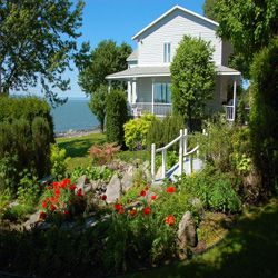 Cottage in Notre Dame du Portage, Bas-Saint-Laurent, Quebec, Canada. Great view on St-Lawrence river, located on riverfront, terrace and solarium.