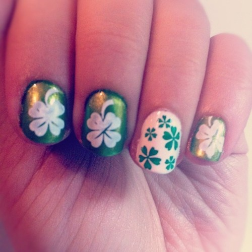 so cute!: Nails Art, Stpatrick Nails, Accent Nails, Nails Design, Four Leaf Clover, Google Search, St. Patrick'S Day, Nails Ideas, Green Nails