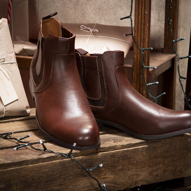 Shop boots: https://www.slaters.co.uk/mens-shoes/mens-boots#q=&idx=live_en_products&p=0&hFR[categories.level0][0]=Shoes%20%2F%2F%2F%20Boots&nR[visibility_catalog][=][0]=1&is_v=1