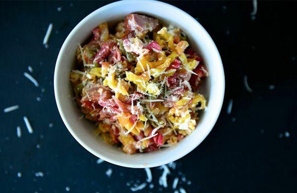 Zυμαρικά φoύρνου με Flair Cottage Cheese και λουκάνικο