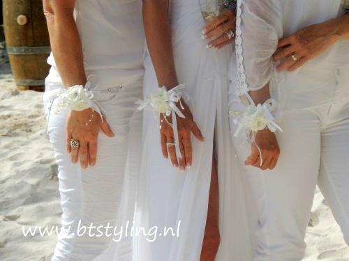 Polscorsages voor huwelijk of andere feestelijkheid. In iedere gewenste kleur te bestellen. Leuk voor bruidsmeisjes of getuigen. Of voor jezelf als bruid!