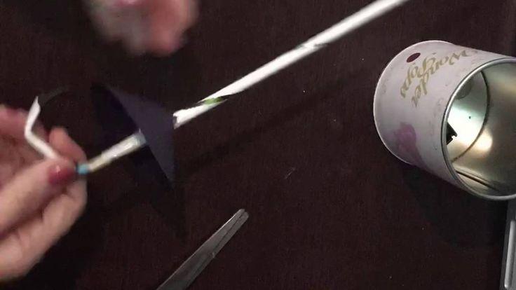 Especial férias - esgrima    O que é  A esgrima é um esporte de combate em que os competidores (esgrimistas) utilizam armas brancas (florete sabre e espada) para atacar e defender.  História da Esgrima  Relatos da prática da esgrima remontam o século XVI. Há relatos desta época em manuscritos europeus que mostram a prática deste esporte. Na França no período do absolutismo (séculos XVII e XVIII) havia competições de lutas com a utilização de sabres e espadas. No ano de 1896 nos Jogos…