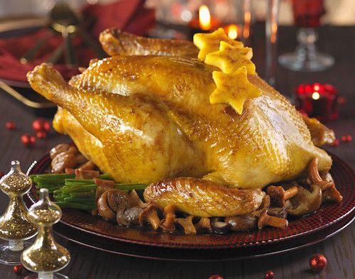 Ingrédients pour faire la recette du chapon de Noël : Un chapon, des champignons, des marrons, des oignons, du persil, de la crème liquide, du lait ...