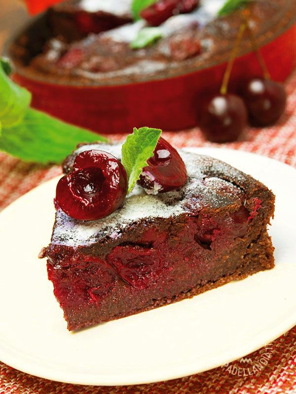 Chocolate cake and cherries - La Torta alle ciliegie e cioccolato: una ricetta per gustare in una versione super golosa le ciliegie. Abbinate al cioccolato saranno ancora più buone!