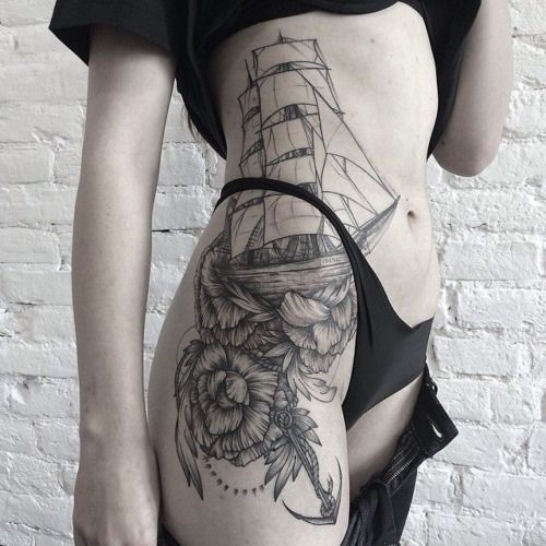 Significado Completo da Tatuagem de Âncora   barco e flores na perna e costela