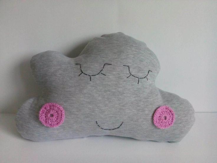Poduszka chmurka – Nela. Wymiary: ok 33x50cm. Ręcznie wykonane. Materiał: 100% bawełna.