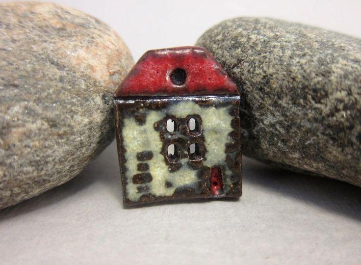 Bouton rustique maison en céramique... Chalet dété... Toit