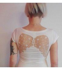 Tričko s andělskými křídly mantis. Stylové tričko vhodné na letní dny. Krásná aplikace strojové krajky na všitá do trička. Vyber si barvu trika a velikost dle své představy.