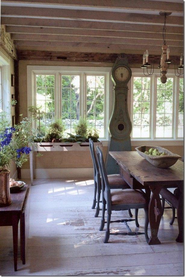 Licht en landelijke deze eetkamer in Zweedse stijl