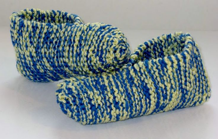 Voici un modèle de pantoufle super simple à réaliser, tout à l'endroit. À faire quand on a envie de tricoter en toute simplicité ! Pour donner un peu de « punch » à la pantoufle, j'ai t…