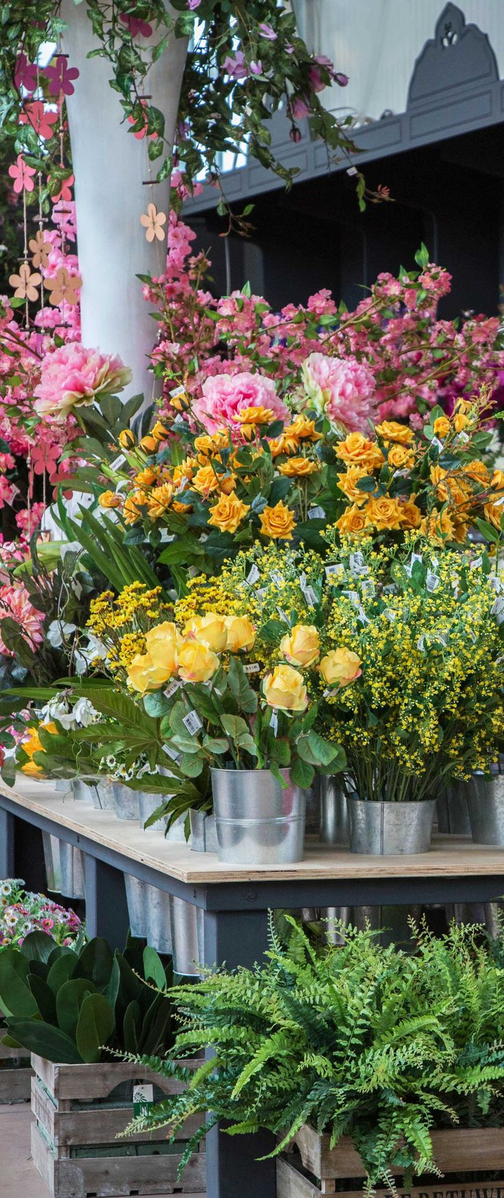 The only thing missing is the scent: discover our artificial flowers. #decor #artificialflowers