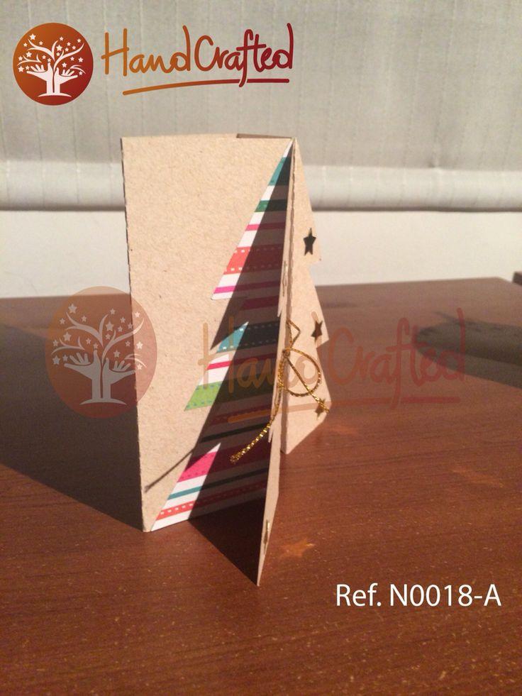 Tarjeta de navidad plegable en forma de árbol, dinos que texto quieres en tu tarjeta y lo imprimimos sin costo adicional. Medidas: Alto: 14 cm, Ancho:10 cm.