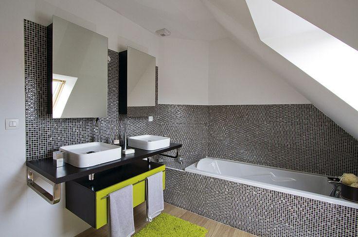 Salle de bains avec baignoire - 1er étage - maison témoin Maisons d'en France à Vermelles