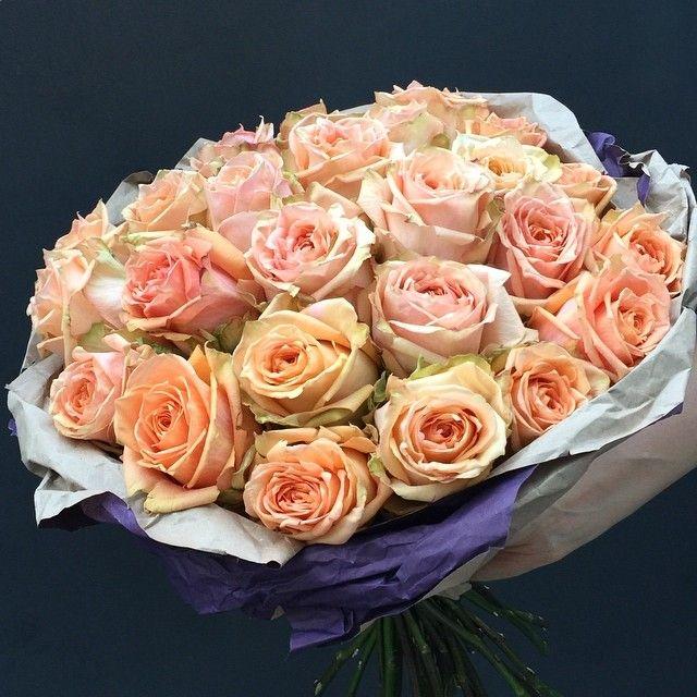 В снежный вечер - розы в вазу, горячий чай в кружку, остальное на выбор.