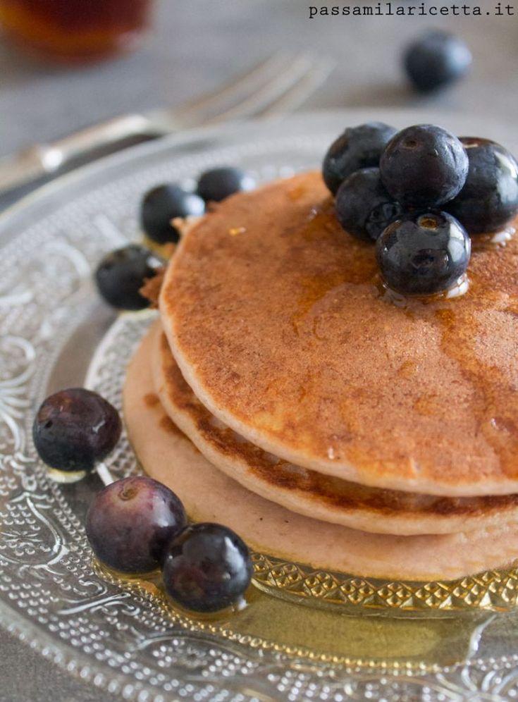 Pancakes Proteici senza glutine, con solo tre ingredienti: albumi, yogurt greco e farina di avena. Three Ingredients Protein Pancakes: egg whites, greek yogurt, oat flour
