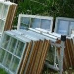 Βρήκε παλιά παράθυρα στα σκουπίδια, αλλά αυτό που κατασκεύασε δε θα το πιστεύετε!