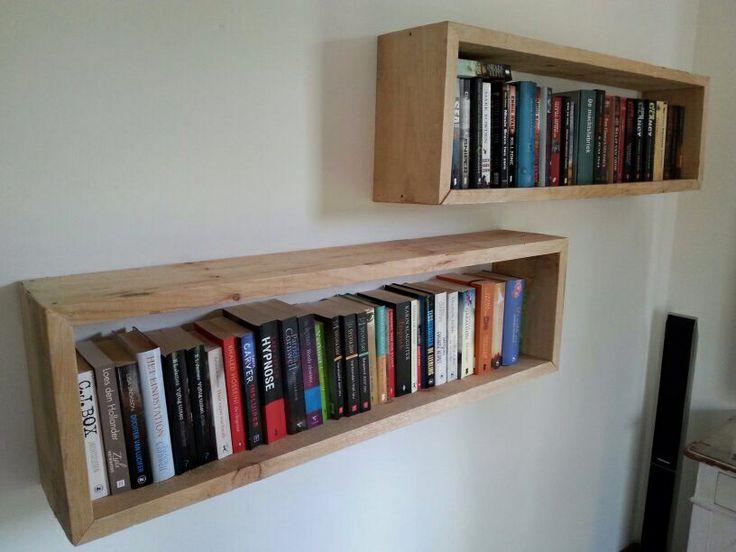 Boekenplank van oud Steigerhout. Voor interesse stuur een email naar brambertens@hotmail.com