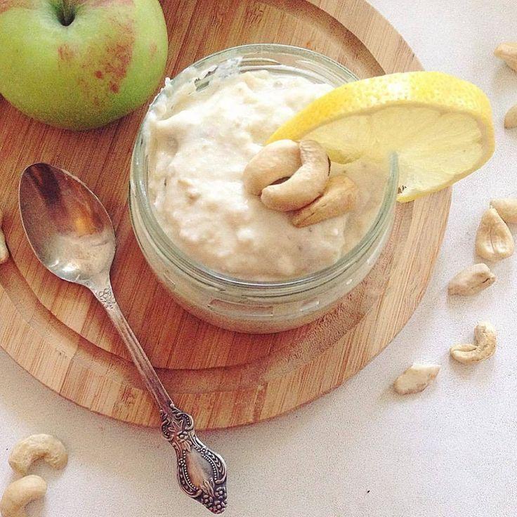«Фруктовая пюрешка с орехами и отрубями: Ингредиенты: - 1 яблоко - 1 банан - 1/3 лимона - 200г мягкого творога - сахзам по вкусу - горсть орехов - горсть…»