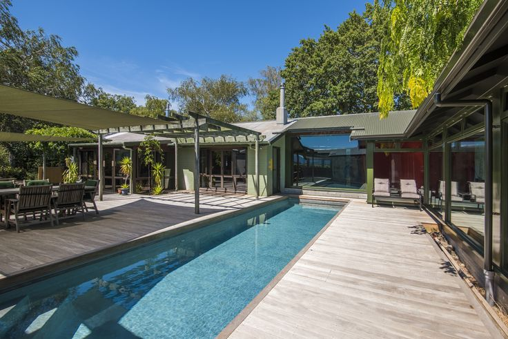 A classic stylish house with swimming pool deisgned by Ben Solomon from Nomolos Ltd #ADNZ #architecture #pools