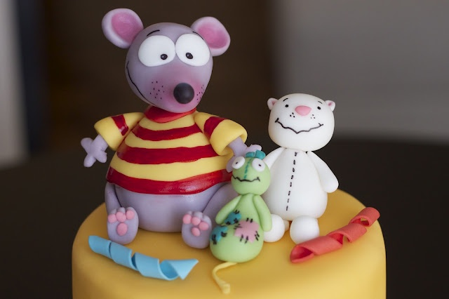 Sweet-D Cakes: A Toopy and Binoo birthday! Love the Toopy and Binoo fondant cake topper.