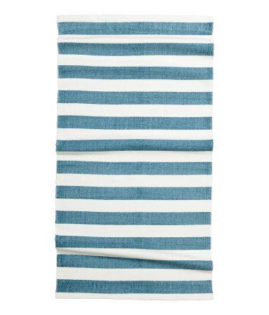 Mintgrün. Rechteckiger Baumwollteppich mit Streifendruck auf der Oberseite…