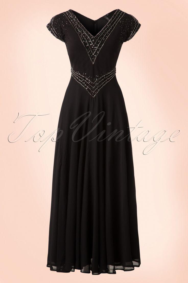 Deze20s Myrna Embellished Maxi Dressis eenprachtige Art-Deco geïnspireerde reproductie van de elegante jurken uit de jaren 20.  Glamorous en elegant, deze adembenemend mooie jurk zal alle aandacht naar zich toe trekken! Het aansluitende lijfje heeft een elegante V-halslijn aan zowel de voor- als achterzijde, prachtige opengewerkte kapmouwtjes en isbezet met kleine, glimmende zilverkleurige kraaltjes en zwarte pailletten die er met de hand opgestikt zijn, wow!&nbsp...