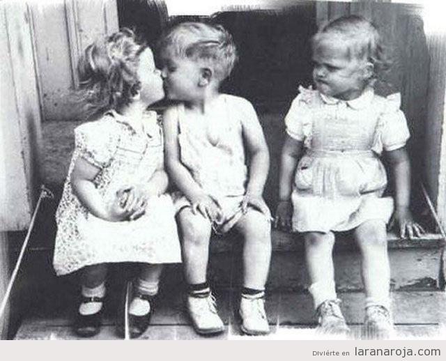 """""""El hombre es celoso si ama; la mujer también, aunque no ame."""" —Immanuel Kant"""