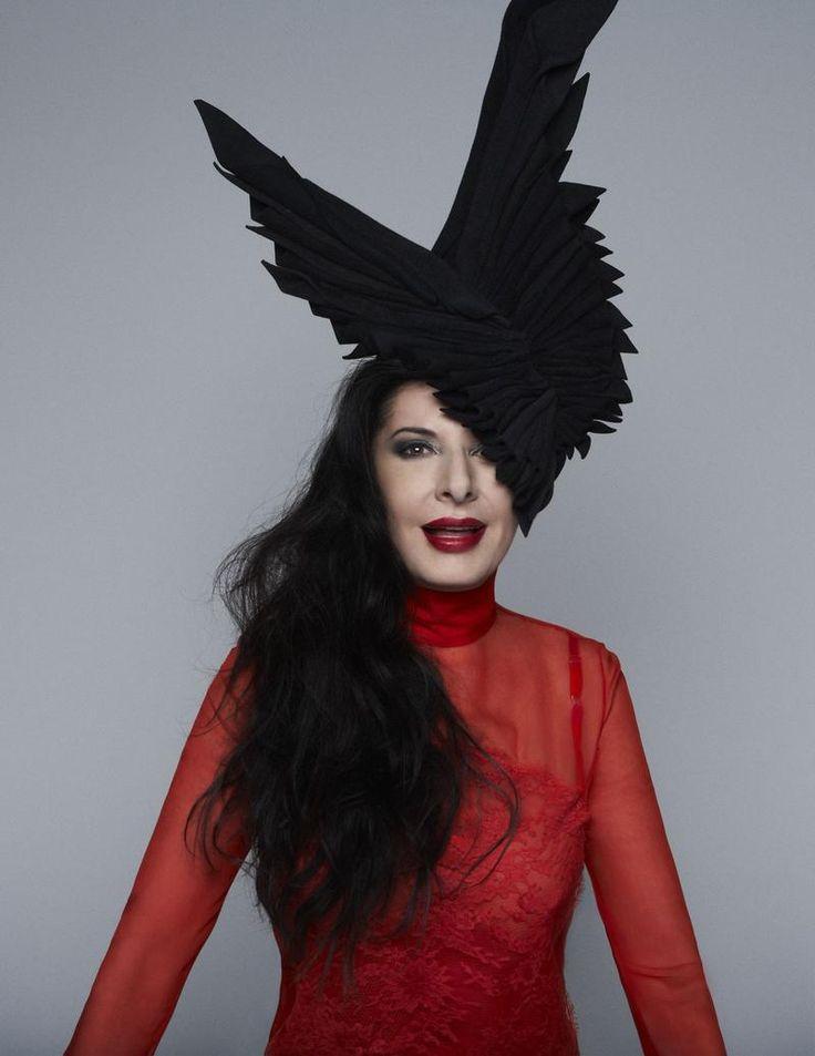 Performance artist marina abramovic unpremeditated for Marina performance