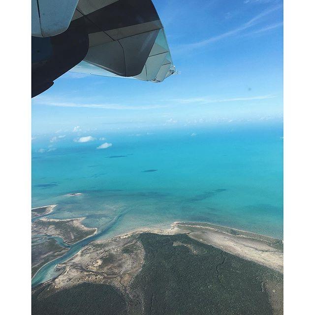 【tomi_e】さんのInstagramをピンしています。 《--- ✈️✈️✈️ Nassau to George Town. #bahamatrip #myview #beachlifeisthebestlife --- ナッソーから国内線で40分🛬ジョージタウンへ💙🐬 そこからボートでエグズーマ島に行ってきたよ👍🏾⛵️☀️ 空から見るカリブも格別👏💕 #カリブ海#島#海外旅行#女子旅#海外#旅行#バックパッカー#旅人#カメラ女子#日焼け#バックパッカー女子#女子カメラ#バハマ#南国#トラベラー#エグズーマ#海#travel#traveler#girlstrip#bahamas#nassau#beach#beachgirl#island#paradiseisland》