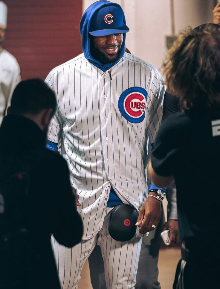 This is how we settle bets in Chicago. Dwayne Wade made LeBron James wear a Cubs uniform to the Bulls-Cavs game tonight. Nicely done, Wade.