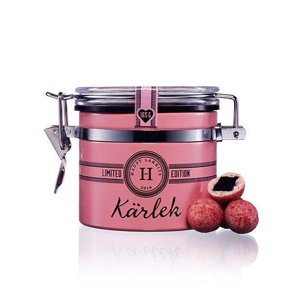 Allt klart inför Alla Hjärtans Dag?  Nästa tisdag gäller det och som en liten påminnelse består KÄRLEK av salt lakrits omgiven av vit choklad smaksatt med hallon jordgubbar vanilj och torkade rosor  Finns hos våra återförsäljare eller beställs direkt via www.lakrits.se #hauptlakrits #lakrits #lakris #lakrids #tryswedish #liquorice #salmiakki #allahjärtansdag