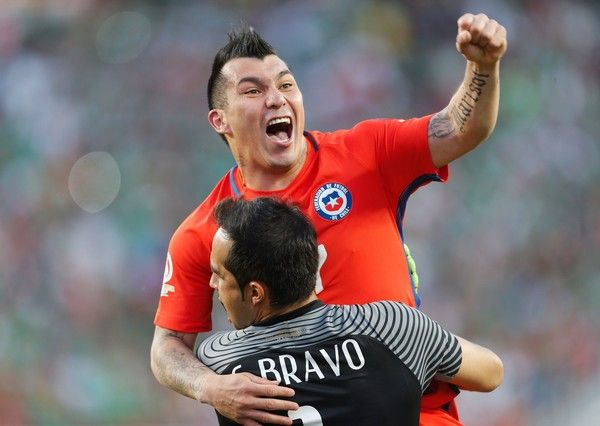 Claudio Bravo and Gary Medel celebrate.  Chile NT. Copa America.