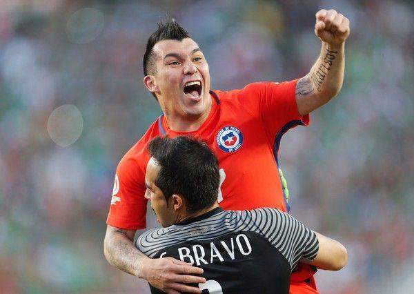 Claudio Bravo and Gary Medel celebrate.  Chile NT. Copa America.