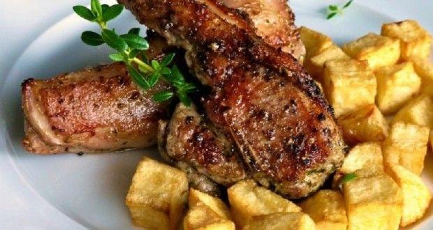 μαριναρισμένα τσικνο- παϊδάκια με πατάτες σε ζάρια - Pandespani.com