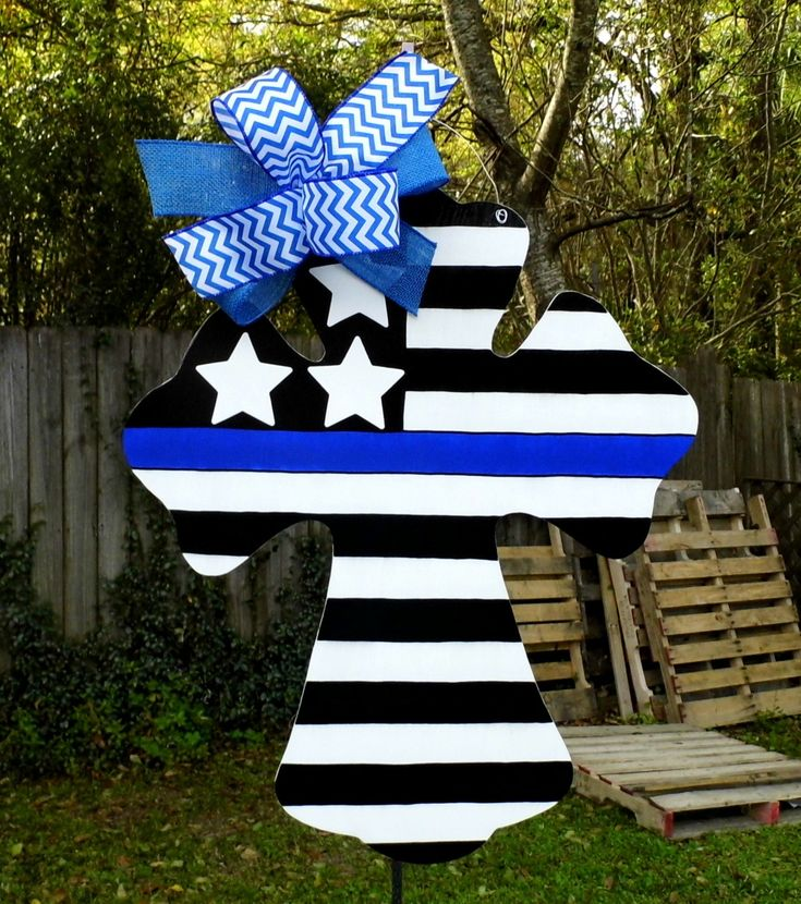 Police Officer Door Hanger, Cross Door Hanger, Law Enforcement, Blue Line, Stars and Stripes, United States of America by HolidaysAreSpecial on Etsy#policeofficer#lawenforcement#etsyseller