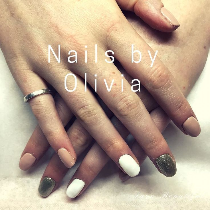 #biosculpture gel nails by Olivia  Still 25% off during October whilst she settling in and perfecting her skills  . . #biosculpturegel #biosculptureuk #gelnails #brightonnails #brightonbeauty #brightonlanes #beautybrighton #goldnails #glitternails #accentnail