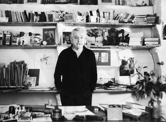 Portrait de l'écrivain - Jacques Prévert dans son bureau, 1950