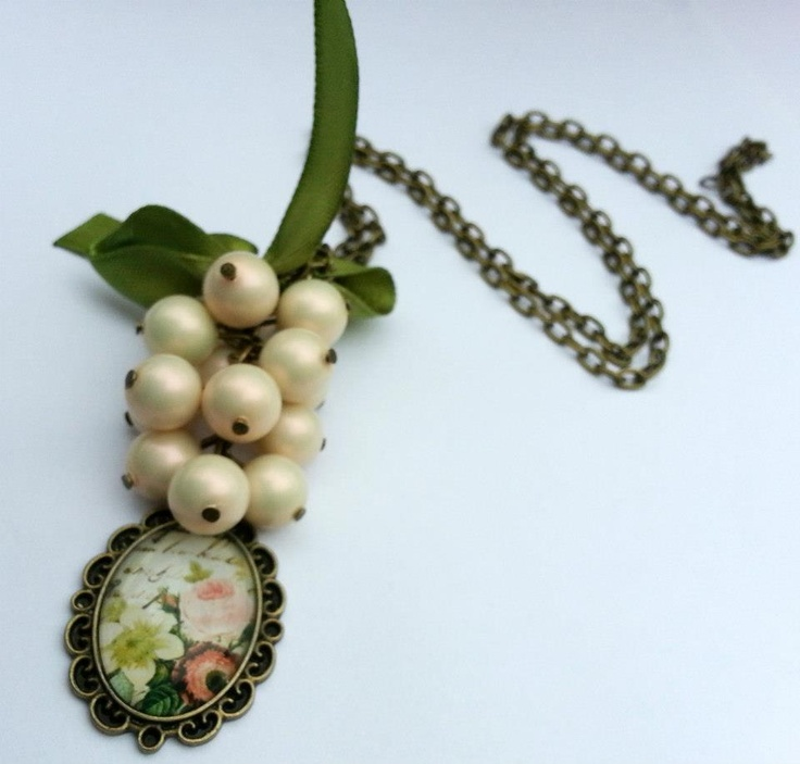 Handmade necklace made with pearls and vintage pendants.  Necklace length 42 cm.    www.facebook.com/SimplicitybyMelanie