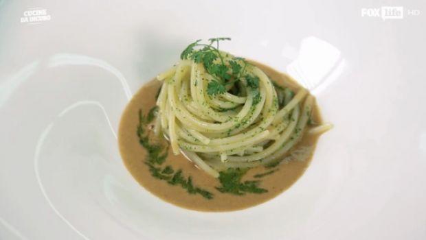 Spaghetti aglio, olio e cozze: la ricetta dello chef Antonino Cannavacciuolo