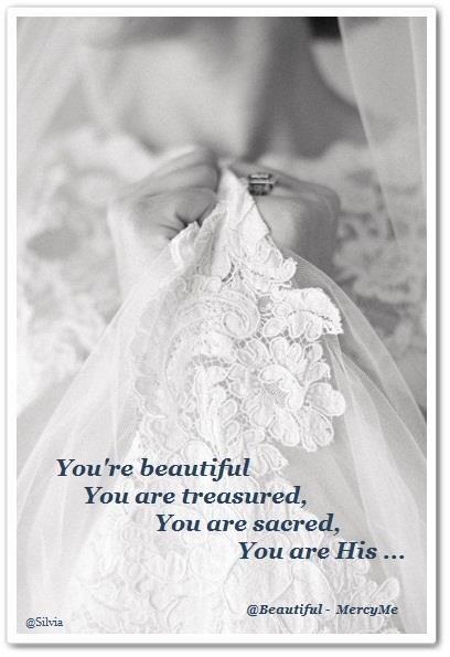 Bridal dress in white for shabbat.