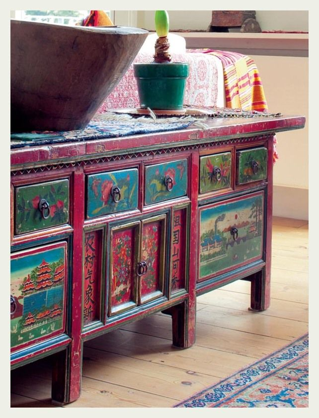 Stunning hand painted chest..i am in love with this!!