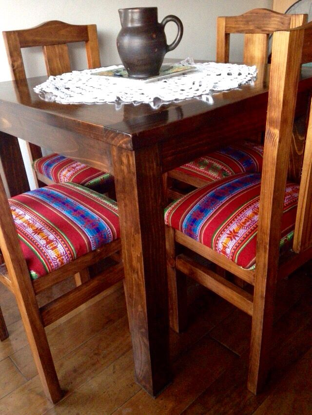 Comedor tapizado con #aguayo boliviano/ upcycle chairs with bolivian aguayo fabric