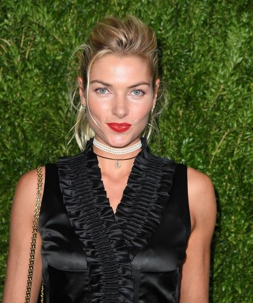 Jessica Hart Loose Ponytail - Jessica Hart looked oh-so-cool with her disheveled ponytail at the Chanel dinner in honor of Keira Knightley.