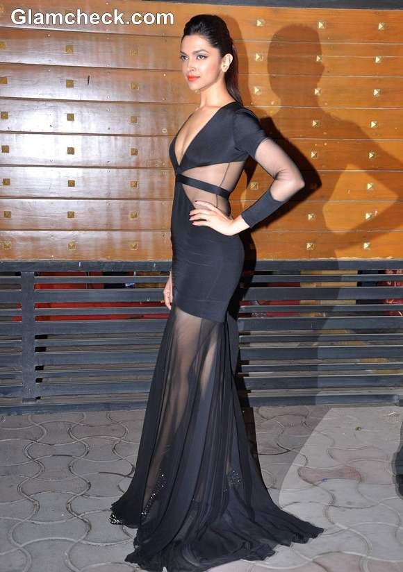 Deepika Padukone Glamorous in a black cut-out detailed gown at The Filmfare Awards 2013