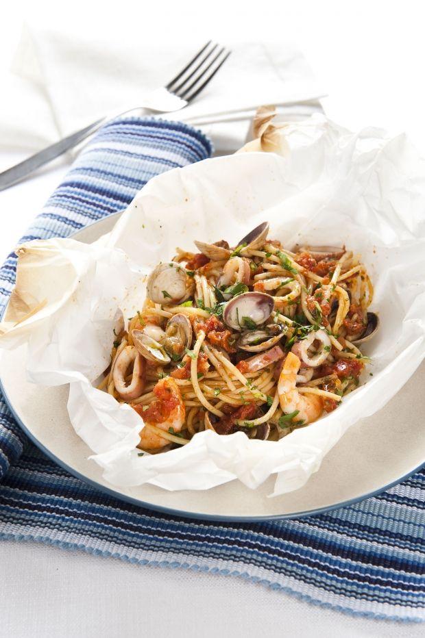 Spaghetti ai frutti di mare nel cartoccio
