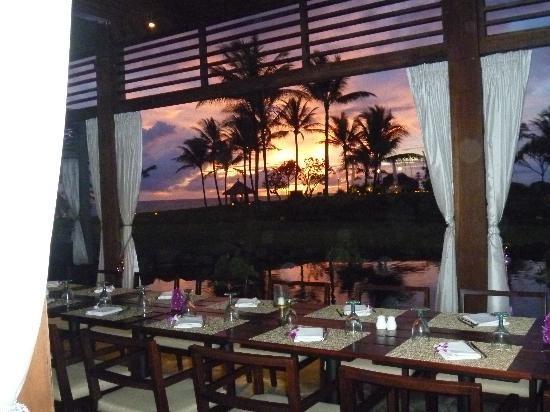 Pan Pacific Nirwana Bali Resort: nice restaurant and sunset