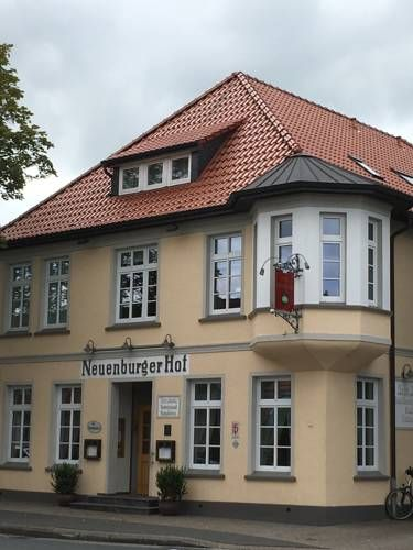 Hotel Neuenburger Hof Neuenburg Featuring free WiFi, a restaurant and a terrace, Hotel Neuenburger Hof offers pet-friendly accommodation in Neuenburg, 46 km from Bremerhaven. Free private parking is available on site.  Every room includes a private bathroom fitted with a shower.