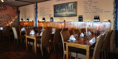 Gezellig tafelen in Restaurant Olive Garden te Leiden.