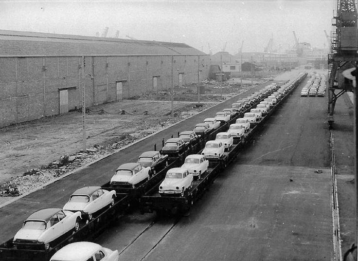 Trains de Citroën DS et de Simca Aronde, fin des années 50.